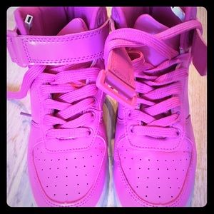 Size 6 Hot Pink Light-Up Sneakers 💕